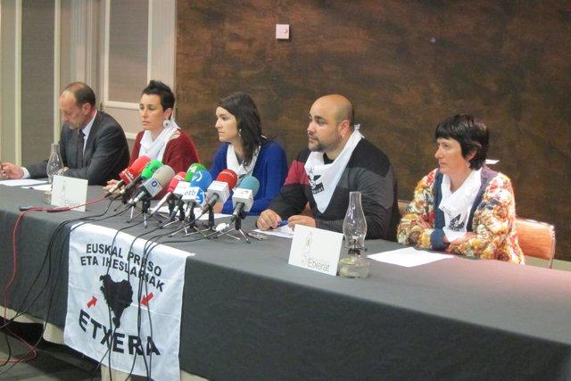 Representantes de Etxerat, abogados y familiares de Zuelueta y Enparantza