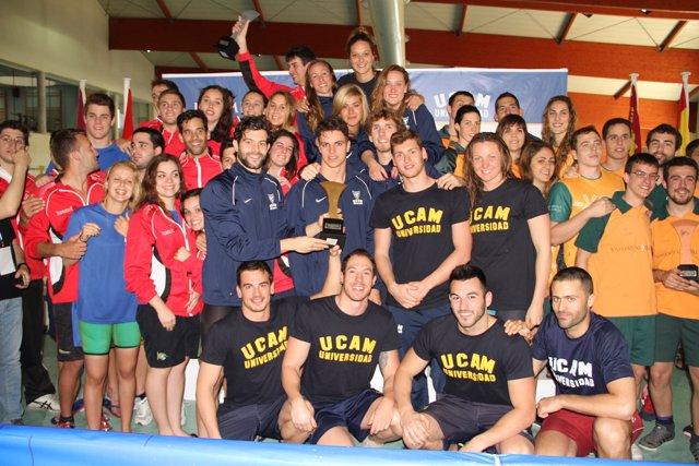 El equipo de la UCAM de natación