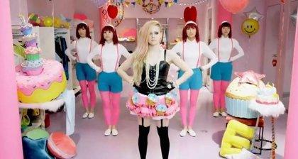 Avril Lavigne en plan 'Hello Kitty'
