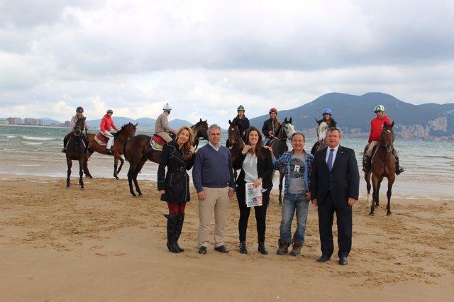 Presentación del Derby Playa Salvé de Laredo
