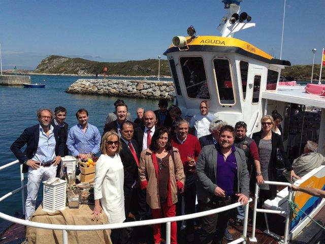La 19 Feria del Marisco de Suances se ha presentado en un barco