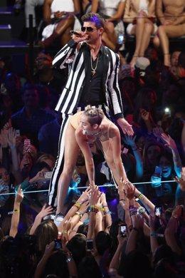 Miley Cyrus Y  Robin Thicke El En Los MTV