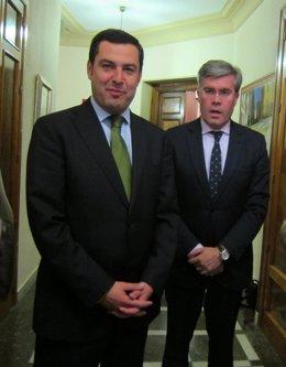Juan Manuel Moreno, junto a José Enrique Fernández de Moya.