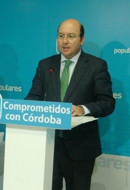 Rafael Navas en la sede del PP de Córdoba