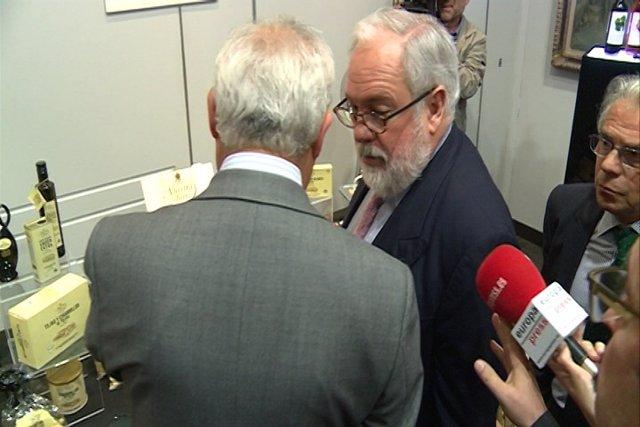 Cañete afirma que habrá un debate con Valenciano