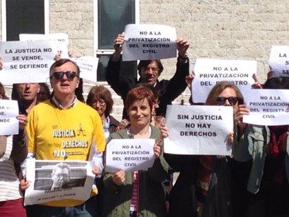 CANTABRIA.-Siguen las movilizaciones contra la privatización de los registros civiles