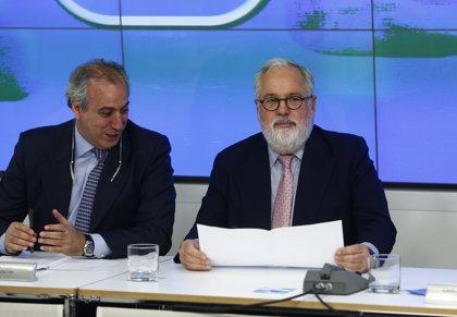 Cañete viaja el martes a Portugal como ministro y ve compatibles sus dos funciones hasta arranque de campaña