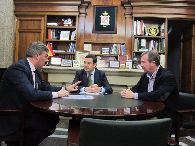 Moreno, en el centro, con Fernández de Moya (i) y García Anguita (d).