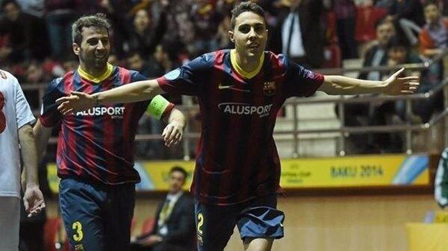Aicardo celebra con Torras el pase a la final de la UEFA Futsal Cup