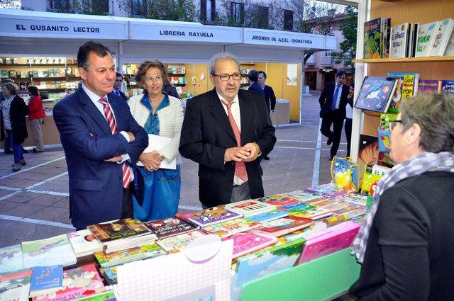 José Luis Sanz y Antonio García Barbeito en la Feria del Libro de Tomares