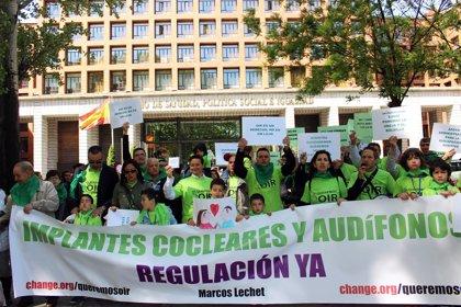 Registran más de 173.000 firmas en el Ministerio de Sanidad para que regule el mercado de los implantes cocleares
