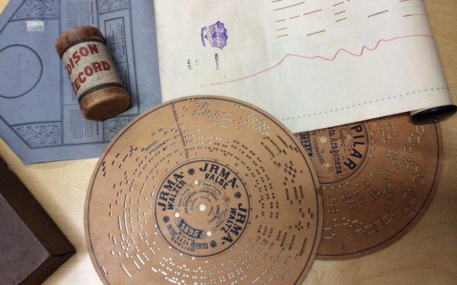 La Biblioteca Nacional digitaliza discos perforados en cartón y metal de la segunda mitad del siglo XIX