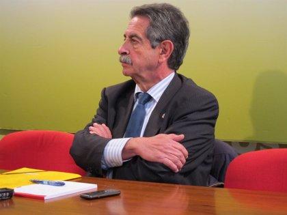 """Revilla dice que """"ningún ciudadano entiende"""" mantener el contrato de Valdecilla si el Estado va a pagar"""