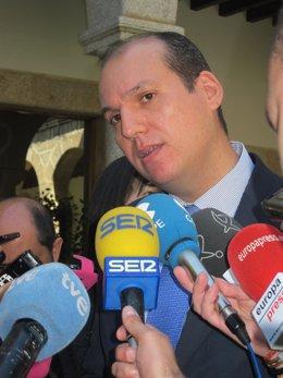 Consejero de Sanidad, Hernéndez Carrón