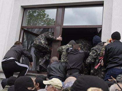 Separatistas prorrusos toman el cuartel de la Policía en Horlivka