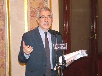 """Llamazares dice que Rajoy vive """"en su propaganda"""" y así está """"incapacitado"""" para afrontar la crisis"""