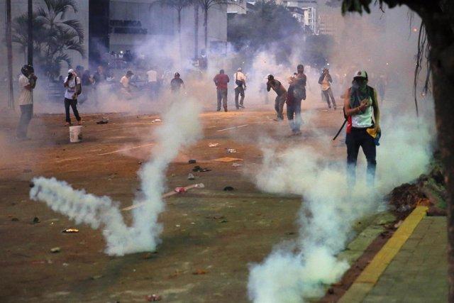Enfrentamientos en una manifestación estudiantil en Chacao
