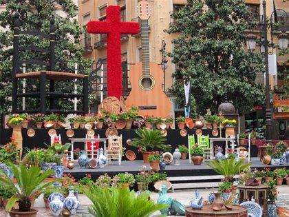 La capital celebra este sábado el tradicional Día de la Cruz con 70 cruces engalanadas con flores