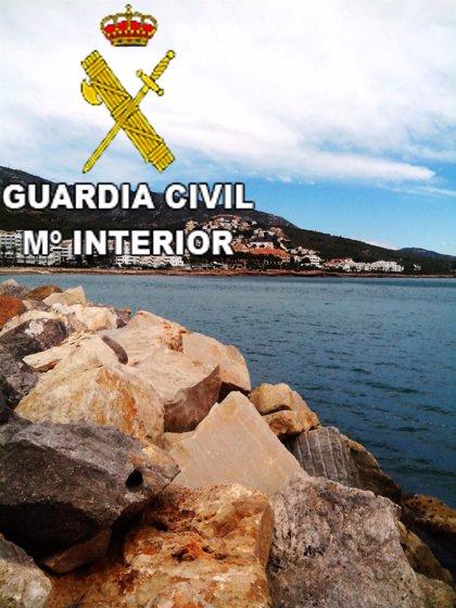 La Guardia Civil rescata a cuatro menores en la playa de Alcossebre