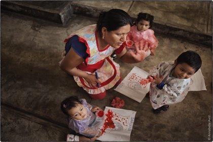 Una exposición en Badajoz pone rostro a la mujer peruana