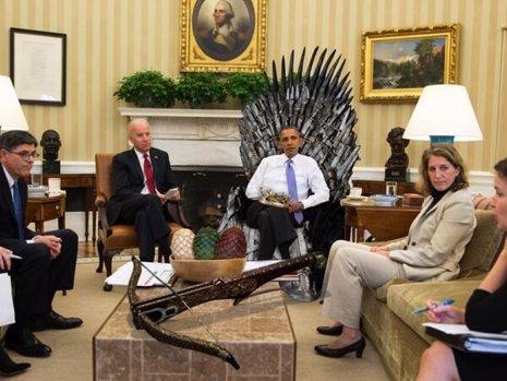 Obama se sienta en el Trono de Hierro