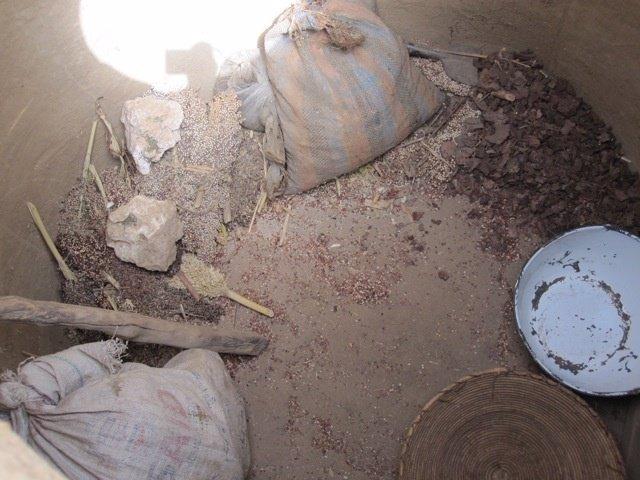 Granero Vacío En Chad. Crisis Alimentaria. Africa. Hambre