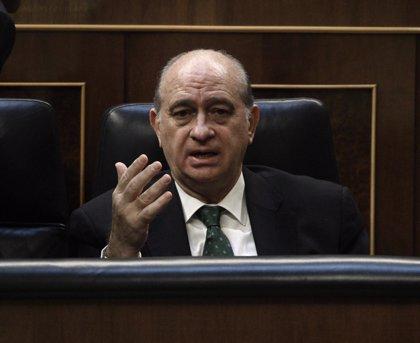 """Fernández Díaz ironiza con las """"obsesiones"""" de CiU y niega presiones del Gobierno a los jueces que apoyan la consulta"""