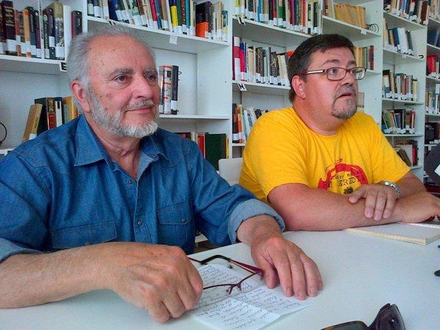 Julio Anguita y Rafael Juan Ruiz en la rueda de prensa