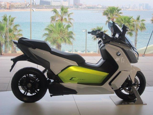 Motocicleta eléctrica de BMW C Evolution en su presentación en Barcelona