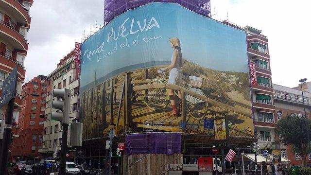 Lona desplegada en Bilbao