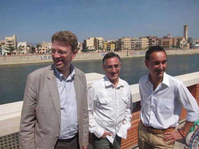 El eurodiputado de CiU Ramon Tremosa, alcalde de Tortosa, Ferran Bel i Joan Pere
