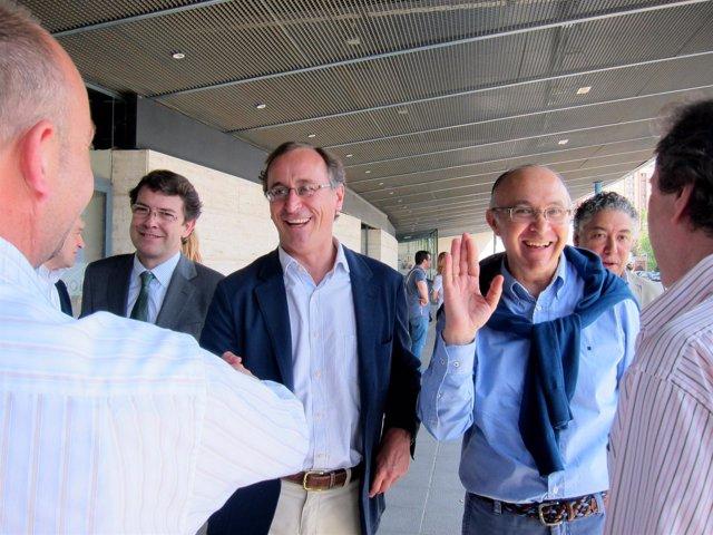 Alonso, junto a Fernández Mañueco (izda), Ruiz Medrano y al fondo Tomás Burgos.