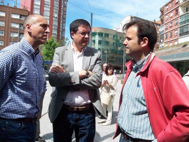 Óscar López, (centro), junto a Díez (izda) y Rodríguez.