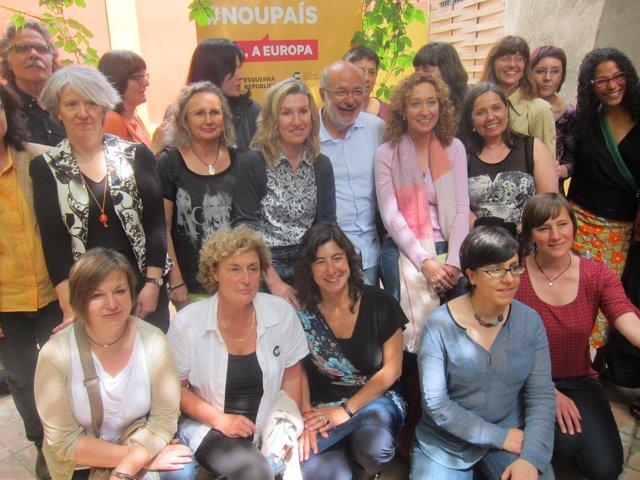 El candidato de ERC Josep Maria Terricabras en un acto con mujeres