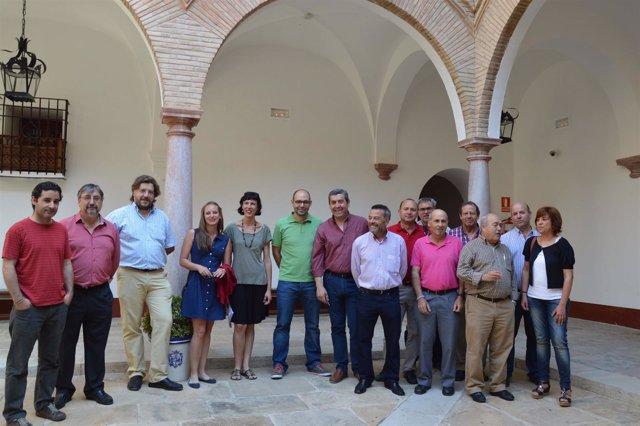 Quintana junto a agricultores y alcaldes de IU en Antequera