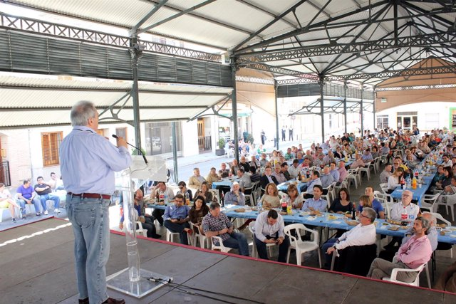 Rusen el acto de arranque de campaña en Moncada (Valencia).