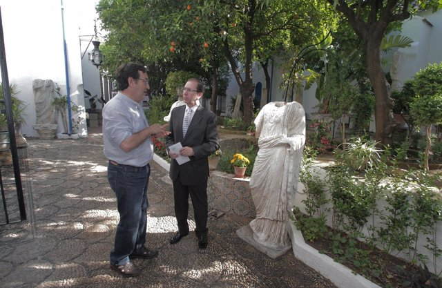 Rafael Jaén en un patio
