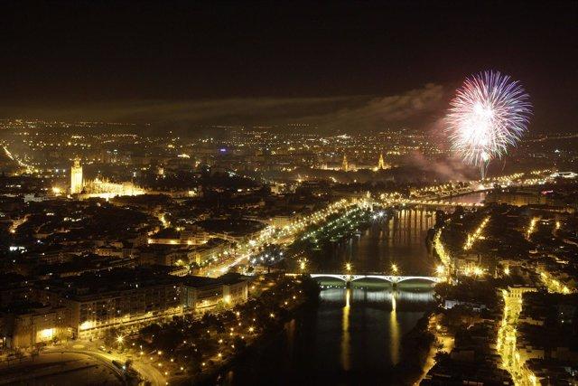 Fuegos artificiales clausura de la Feria de Abril de Sevilla