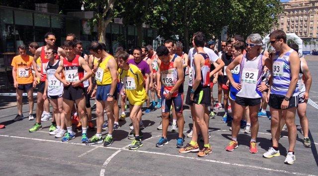 Participantes en la milla, minutos antes de la salida.