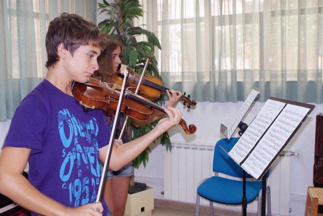 Alumnos de violín en el Class Festival