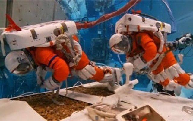 Astronautas simulan la visita a un asteroide