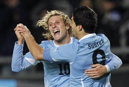 Uruguay vuelve a confiar en la base de 2010, con Luis Suárez y Cavani al frente