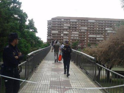 Buscan en las inmediaciones de la pasarela donde falleció Carrasco el arma homicida