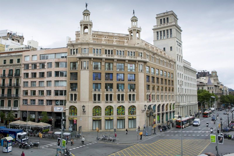 Local de plaza Catalunya de Barcelona donde Desigual abrirá su flagship d069728890e