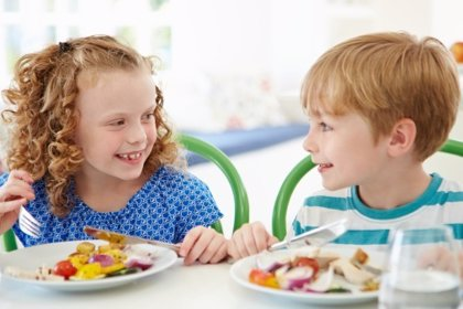 Modales en la mesa para niños