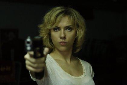 Tráiler internacional de Lucy, con Scarlett Johansson indestructible