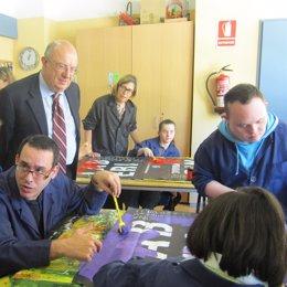 Santi Fisas (PP) visita un centro ocupacional en Barcelona