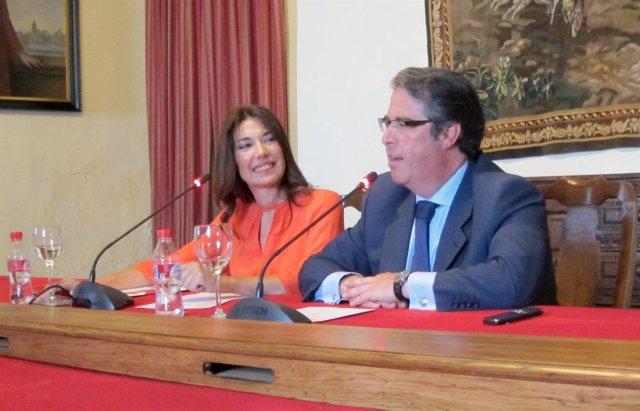 Raquel Revuelta y Gregorio Serrano durante la presentación