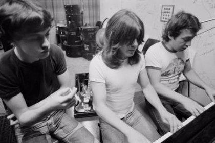 Escucha al grupo de Angus y Malcolm Young antes de AC/DC