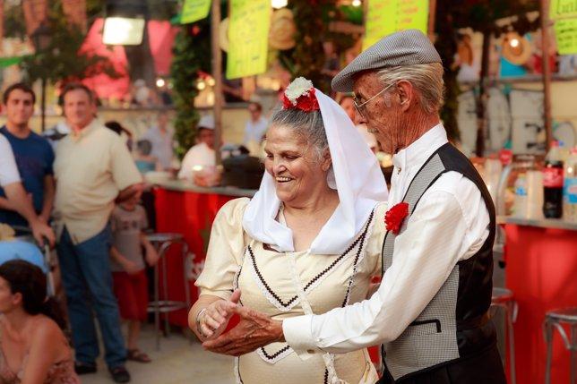 Chulapos bailando chotis en las Vistillas. Fiestas de la virgen de la Paloma, Ma
